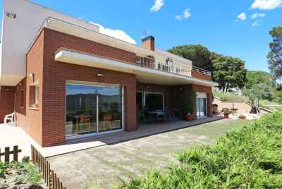 Spacious Villa with swimming pool on Maresme Coast